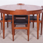 Komplet czterech krzeseł i stołu, proj. H. Olsen, Frem Røjle, Dania, lata 60.
