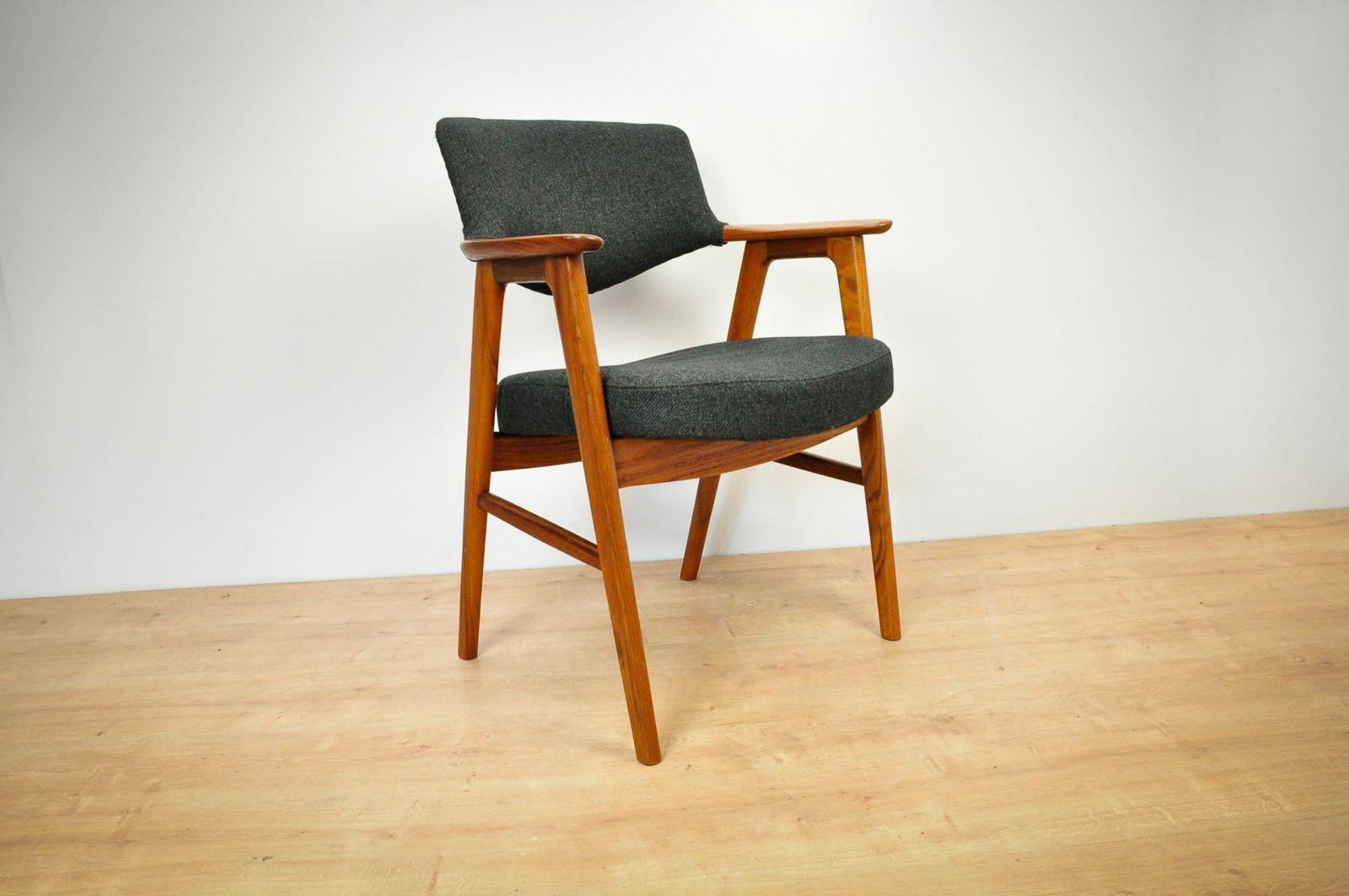 vintage-armchair-in-teak-by-erik-kirkegaard-for-høng-stolefabrik3